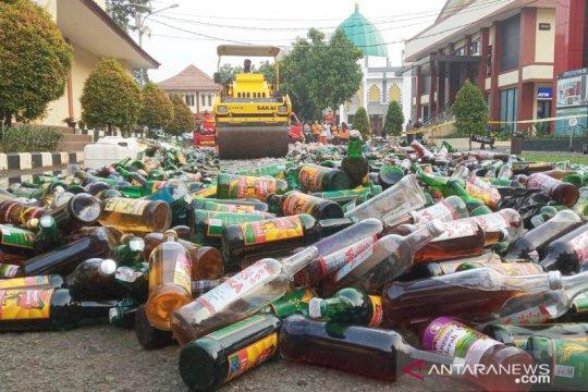 Polres Bogor memusnahkan puluhan ribu botol minuman keras