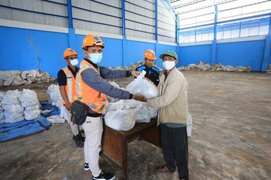37 ribu paket sembako dibagikan Pelindo III jelang Lebaran 2021