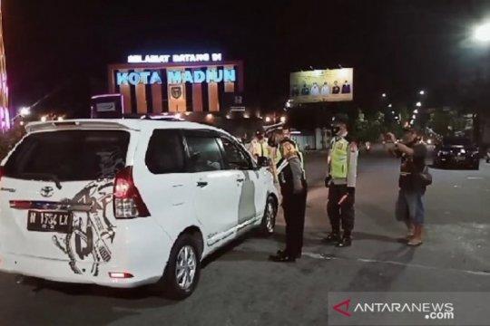 60 kendaraan diminta putar balik saat penyekatan masuk Madiun