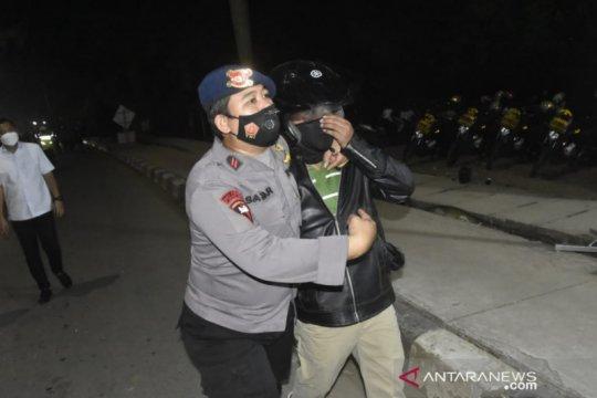 Polisi tangkap empat pemudik provokator terobos barikade di Bekasi