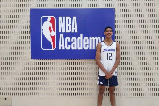 Derrick Michael Xzavierro bergabung dengan NBA Global Academy