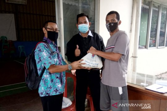 Indocement bagikan Zakat Fitrah ke 12 desa di Bogor