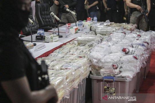 Kriminalitas sepekan, Kafe Obama ditutup hingga sabu 310 kg