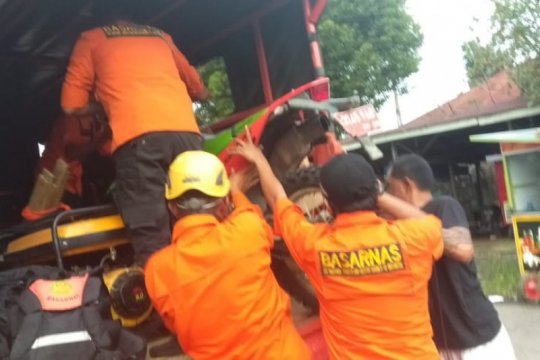 Tiga pemudik dari Riau hanyut saat  masuk ke Sumbar lewat jalur sungai