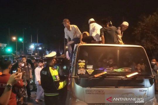 Satgas COVID-19 Kabupaten Bogor bubarkan takbir keliling jalur Puncak