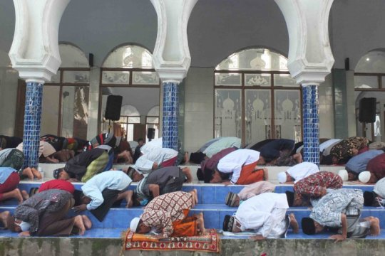 Sebagian umat Muslim di Jember dan Bondowoso shalat Id lebih awal