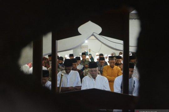 Shalat Idul Fitri Jamaah Tarekat Naqsabandiyah di Padang