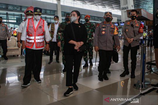 Pengecekan larangan mudik di Bandara Soekarno Hatta