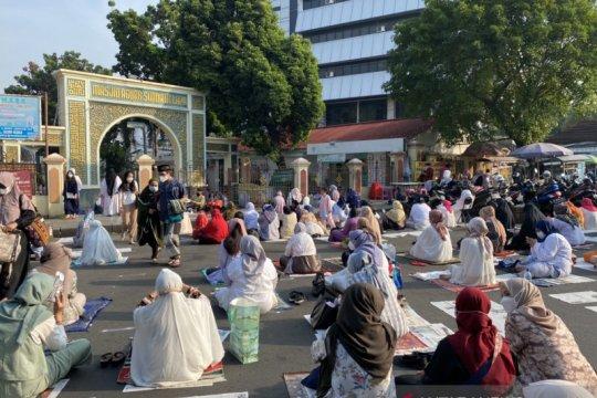 Bubar usai ibadah, Masjid Sunda Kelapa taat prokes shalat Idul Fitri
