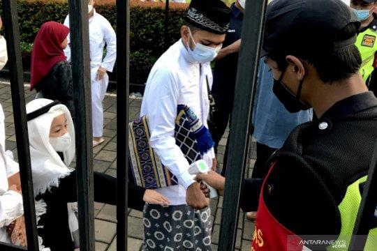 Ribuan jamaah ikut shalat Idul Fitri di Masjid Al-Azhar Jakarta
