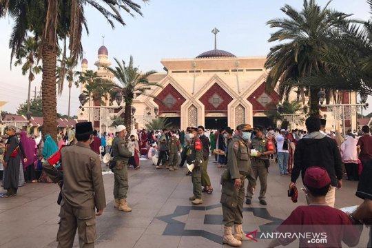 Masjid At-Tin distribusikan zakat dengan protokol kesehatan ketat
