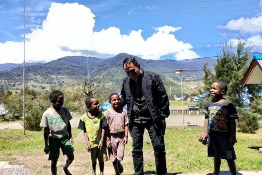 Berlebaran di Papua, Kombes Iqbal dapat kiriman foto ketupat opor ayam