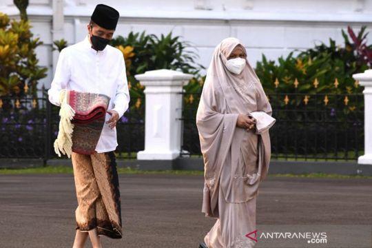Presiden Jokowi dan Ibu Negara Salat Idulfitri di Halaman Istana Kepresidenan Bogor