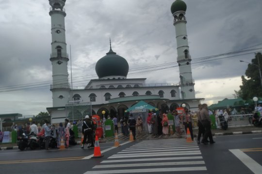 "Masjid di Pangkalpinang tiadakan tradisi ""nganggung"" usai Shalat Id"