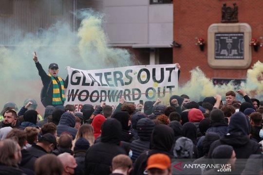 Suporter MU protes lagi, bus Liverpool sempat dicegat ke Old Trafford