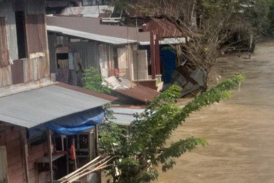 Air Sungai Deli Medan meluap hingga dua meter