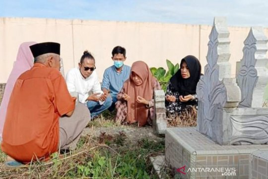 Pekuburan Islam di Mamuju dipadati peziarah