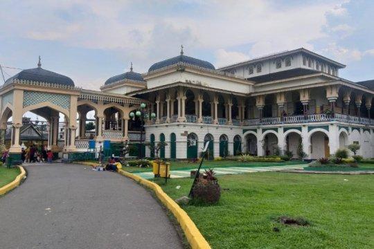 Istana Maimun Medan pada Lebaran ketiga terlihat sepi