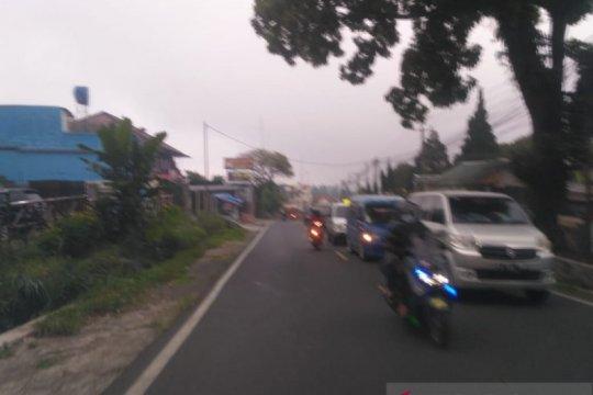 Jalur Puncak-Cianjur kembali ditutup antisipasi antrian kendaraan