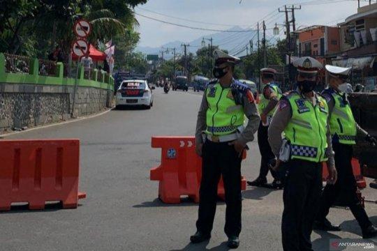 Polisi tutup jalur menuju Puncak dari Cianjur