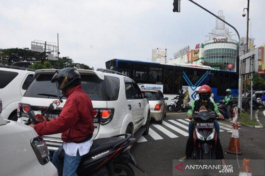 Ruwetnya kemacetan menuju kawasan TMII