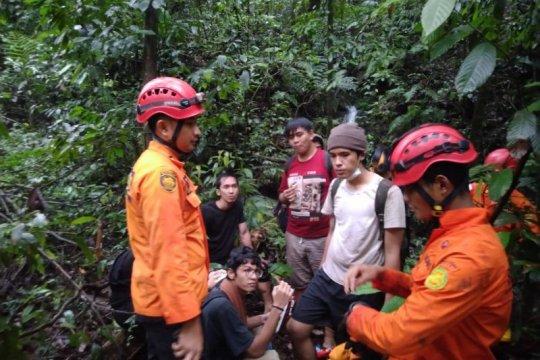 Tujuh orang yang tersesat di kawasan air terjun Sibolangit ditemukan