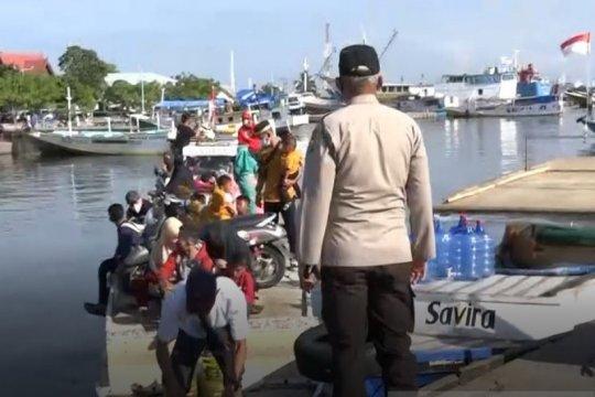 Tiga kapal pembawa penumpang dari daerah diminta putar haluan