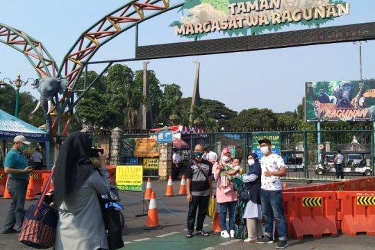 Calon pengunjung Ragunan putar balik imbas wisata tutup
