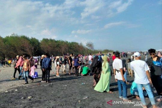 Petugas gabungan tutup semua obyek wisata pantai selatan Cianjur
