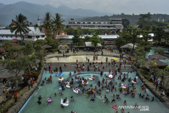 Ampera Water Park dipadati wisatawan