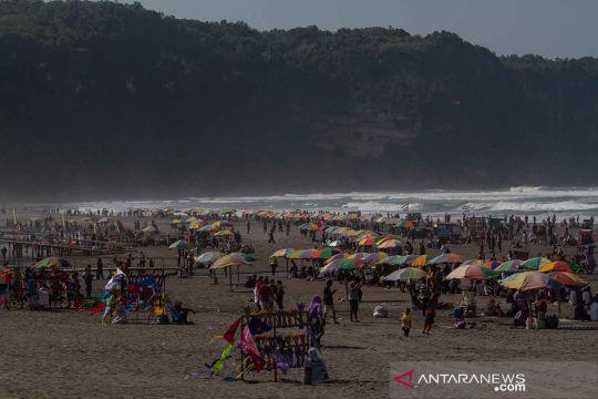 Pantai Parangtritis ramai dikunjungi wisatawan