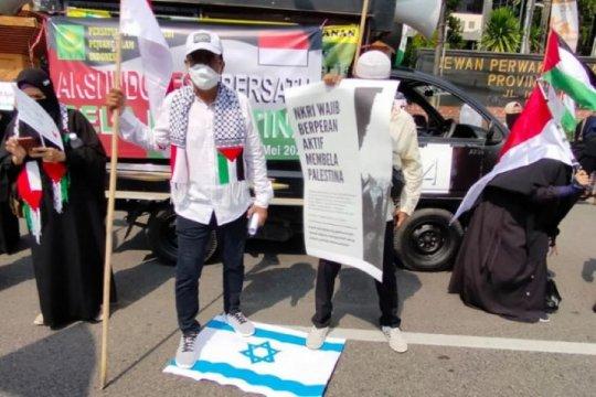 Ratusan orang gelar aksi bela Palestina di Surabaya