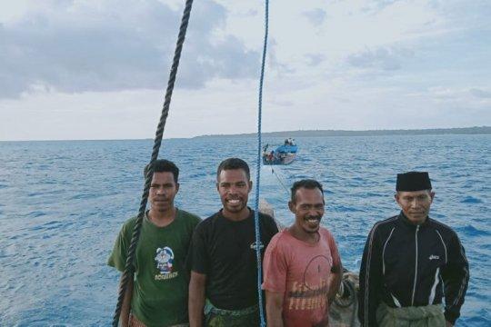 Empat warga Tual ditemukan terombang-ambing di laut