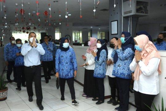 Wali Kota Surabaya semangati jajaran pada hari pertama kerja