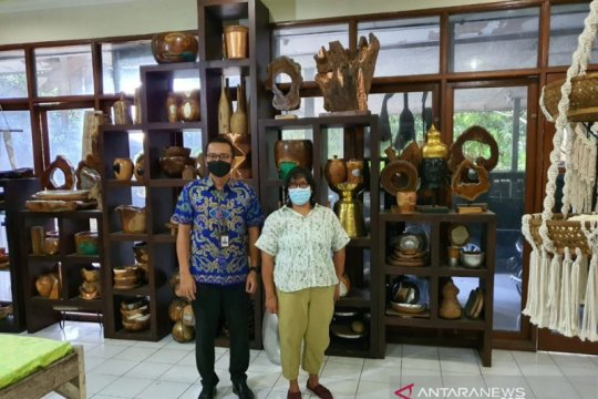 Nasabah BRI Ni Ketut Bakati Anggareni jadikan kerajinan Bali mendunia