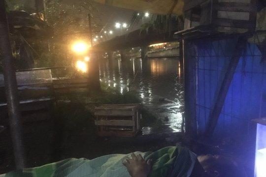 Sejumlah titik di Jakarta Utara tergenang usai hujan Senin malam
