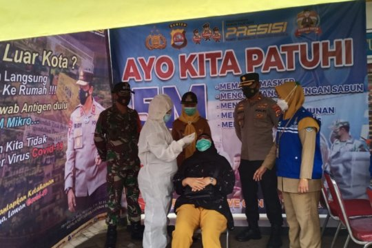 Polresta Tangerang laksanakan tes usap terhadap puluhan pemudik
