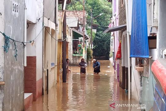Dua perahu karet disiagakan antisipasi korban banjir di Kampung Baru