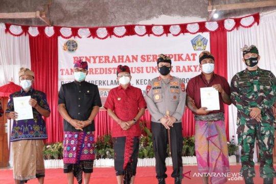Gubernur Bali serahkan 720 sertifikat tanah warga Sumberklampok