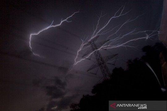 Prakiraan cuaca wilayah Jakarta akan hujan Jumat siang hingga sore