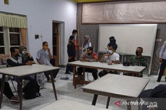 Satu pekerja migran asal Jember diisolasi di RS Lapangan Indrapura