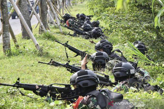 Prajurit TNI AD latihan pertempuran kota