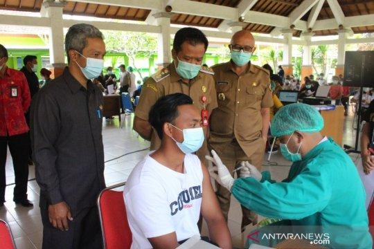 Bupati Bangli pantau vaksinasi COVID-19 agar target tercapai