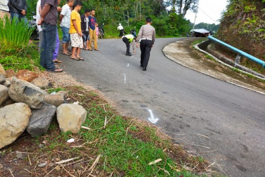 Dua tewas kecelakaan bus masuk ke jurang di Pasaman