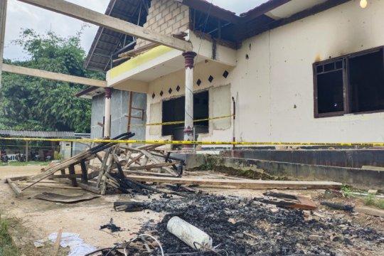 Saksi mata sebut ada ribuan orang  saat pembakaran Polsek Candipuro