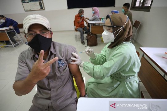 Vaksinasi pelayan publik di Kota Bandung telah capai 96,5 persen