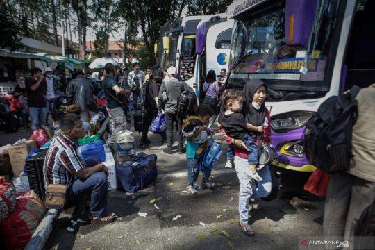 Masa larangan mudik berakhir, Bus AKAP kembali beroperasi di Terminal Poris Plawad