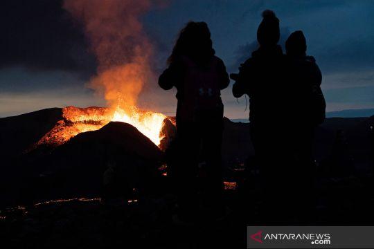 Erupsi lava di Islandia jadi tontonan