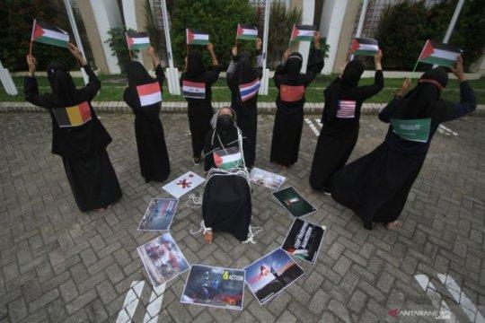Mahasiswa UM Surabaya aksi teatrikal bela Palestina