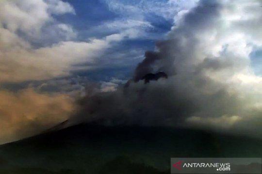 Awan panas guguran Gunung Merapi meluncur sejauh 1,8 km